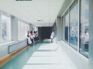couloir d'hôpital